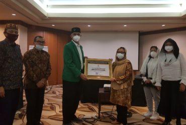 Universitas Malikussaleh Serahkan Penghargaan kepada Keluarga Gus Dur