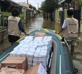 GUSDURian Peduli Bantu Korban Banjir Bekasi