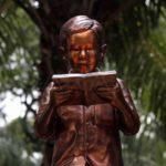 Gus Dur dan Kebebasan Membaca Buku